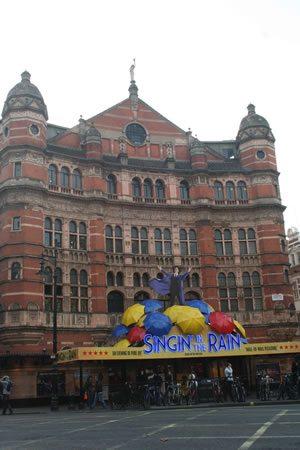 Singin' in the Rain transfers from Chichester Festival Theatre