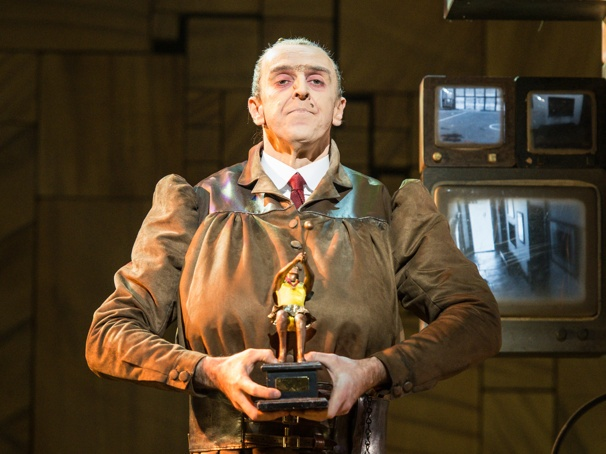 Craige Els takes over as Trunchbull