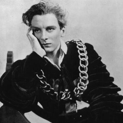 John Gielgud plays Hamlet