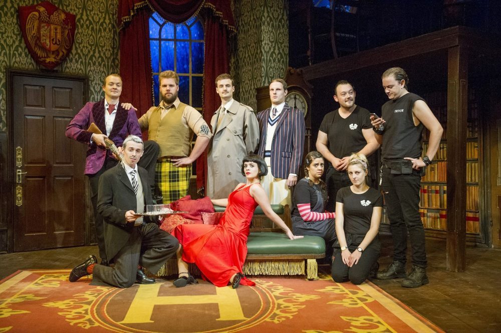 The Play That Goes Wrong extends